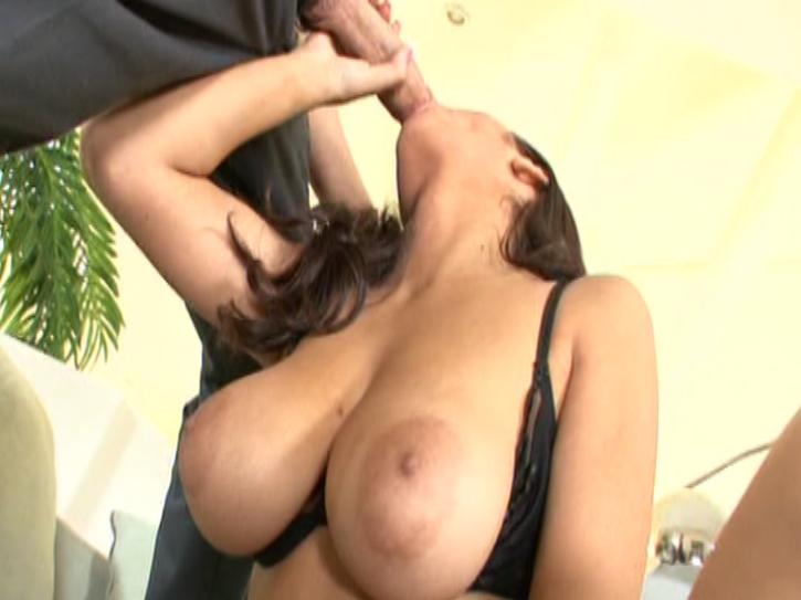 Young Ripe Mellons 9 / This clip from Young Ripe Mellons 9 by Vouyer Media features the young and beautiful Evie Delatosso from a wonderful angle so that you can see her big perfect titties and the hard cock in her mouth.
