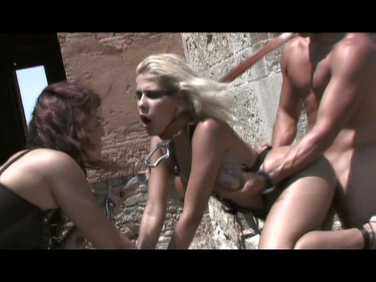 Las Esclavas De Sirius / This Spanish language clip from Las Esclavas De Sirius by THAGSON features a super-hot outdoor fuckfest with a hot slut in leather straps getting pounded while she kisses another beautiful woman.