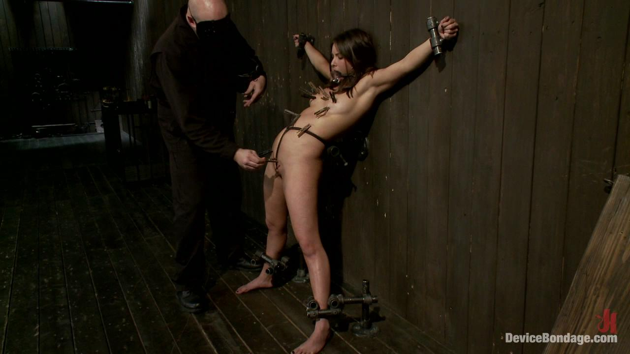 Device Bondage: N00b Getz PWND / Fresh face Casey gets her delicate pussy worked over by Sarge. Her smooth body is manhandled, fondled and beat.