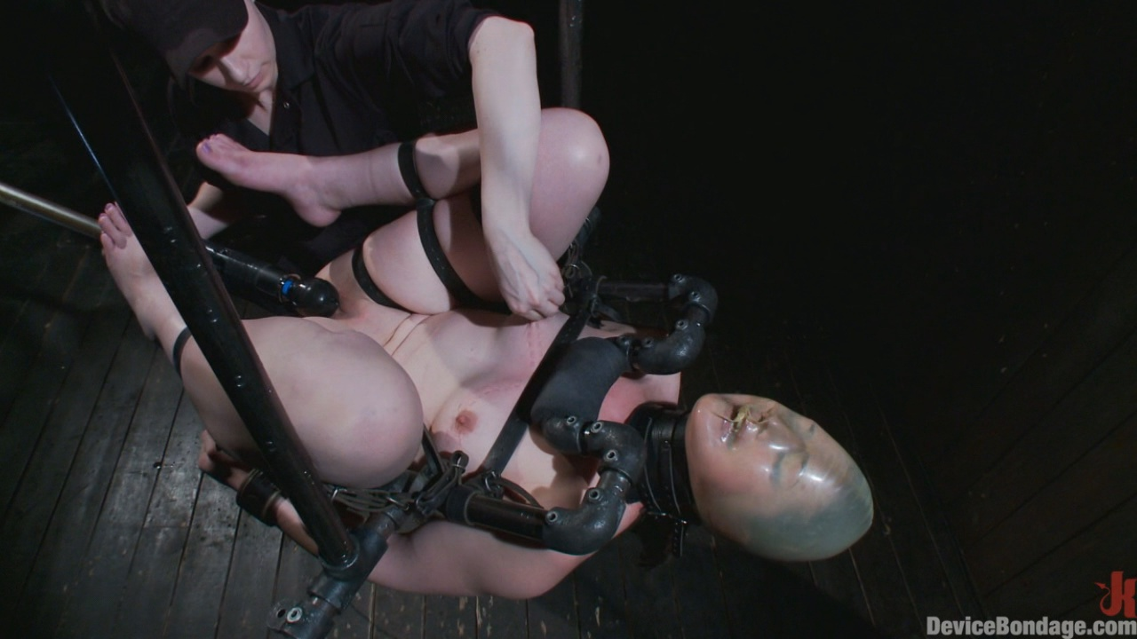 Device Bondage: Sexy Sarah Gets Fucked Hard In Brutal Bondage With Nerve Racking Breath Play xvideos
