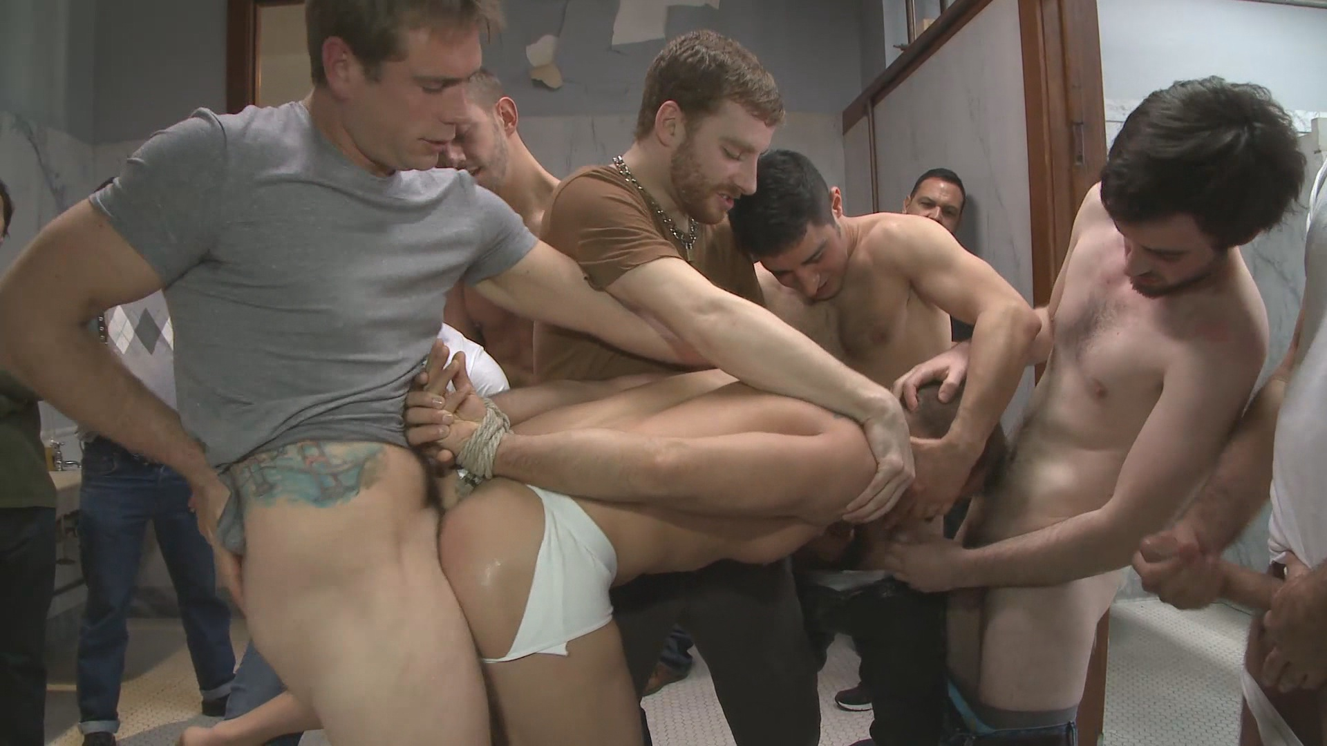 Foxx perfect Gangbang in public